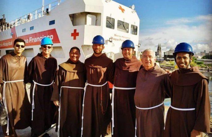 """La nave ospedale """"Papa Francesco"""" sul Rio delle Amazzoni"""
