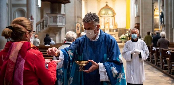 La Chiesa e i linguaggi della pandemia