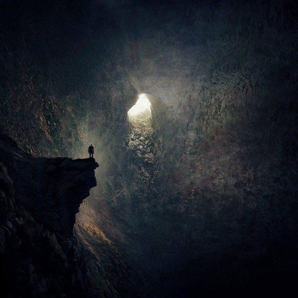 La notte buia incontra la luce